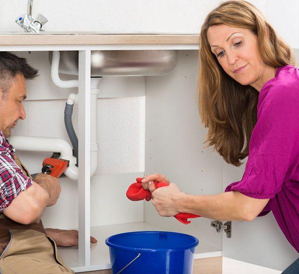 3 signes que vous devez appeler un plombier